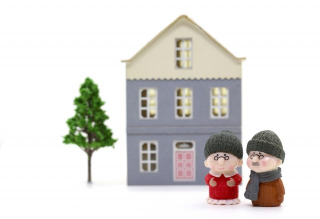 家と老夫婦